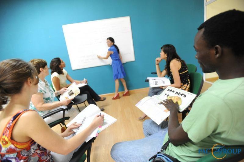 Уроки английского: популярный формат групповых заездов в сопровождении руководителя