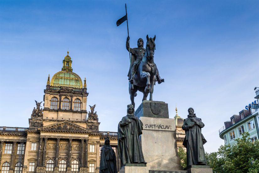 Прага. Вацлавская площадь. Памятник Св. Вацлаву и Национальный музей