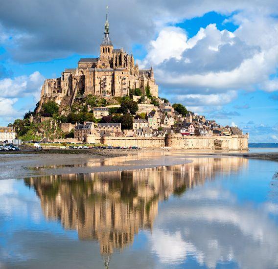 Мон-Сен-Мишель. Панорама с отражением в воде