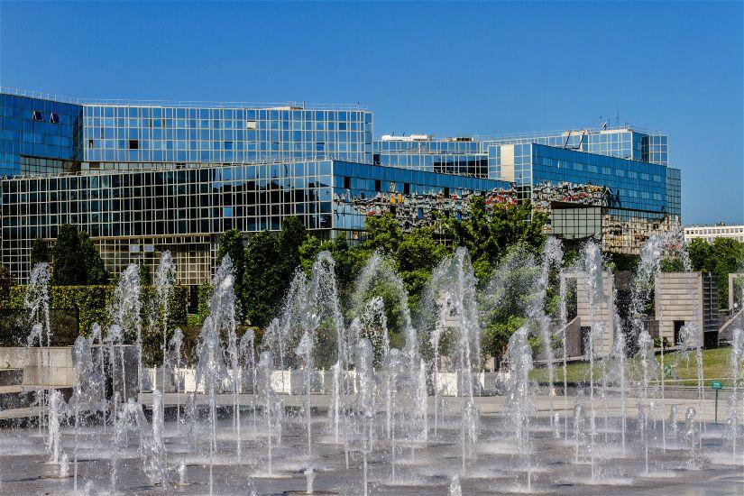 Париж. Округ 15. Фонтан, парк Андре Ситроена. Округ 15 – Порт-Де-Версаль (выставочный центр)