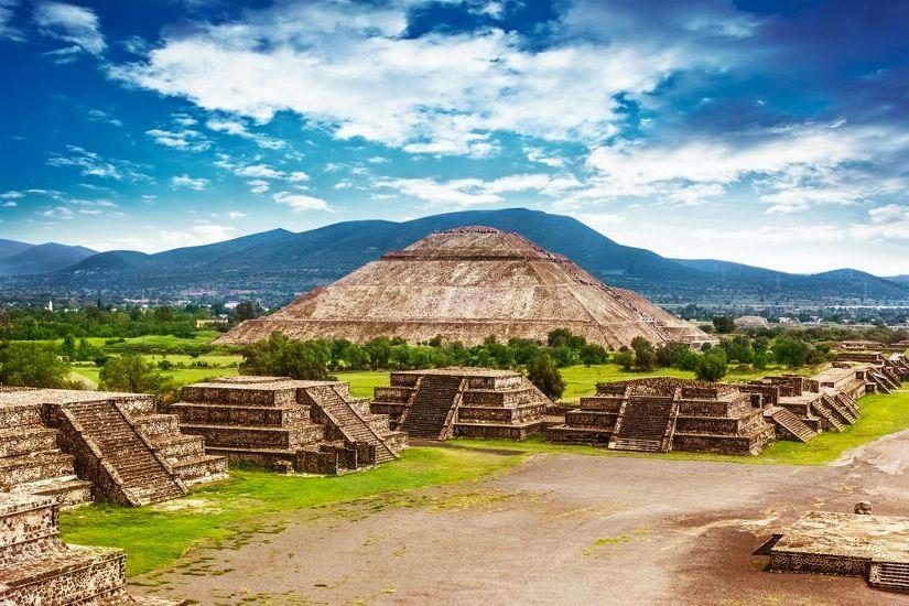 Мехико. Теотиуакан, пирамиды Солнца и Луны