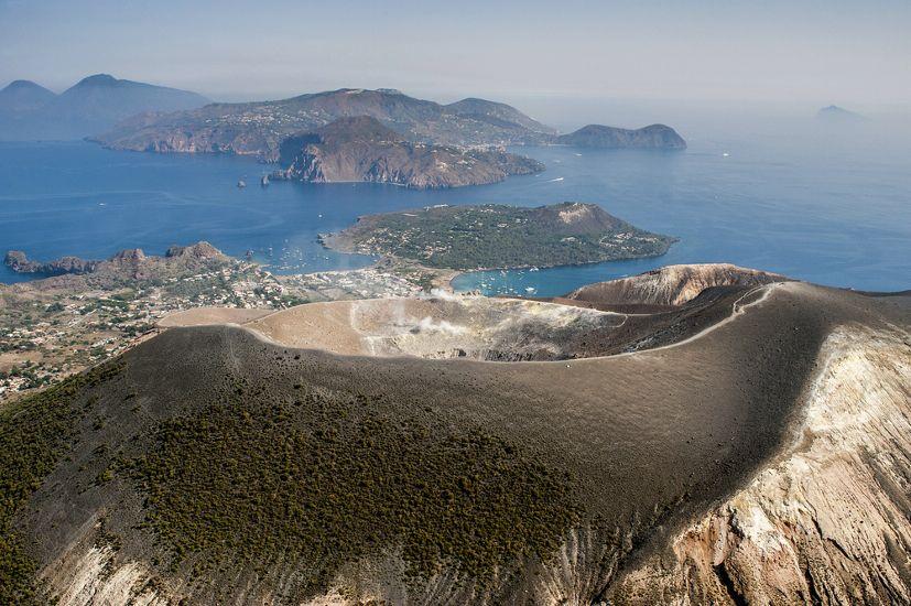 Эолийские острова. Остров Вулькано. остров Сицилия