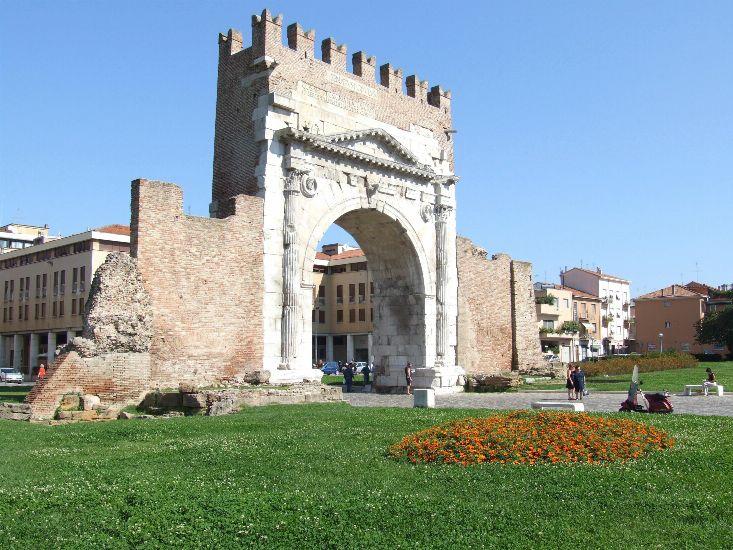 Римини, Арка Августа