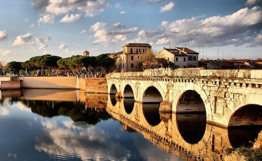 Римини, Мост Тиберия