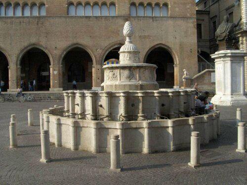 Римини, Площадь Кавур, фонтан