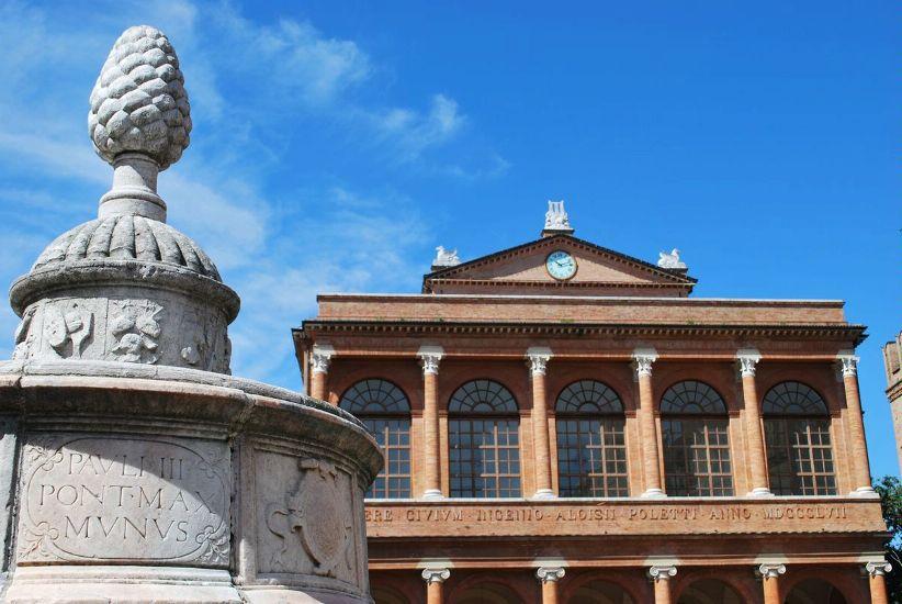 Римини. Площадь Кавур, фонтан Шишка