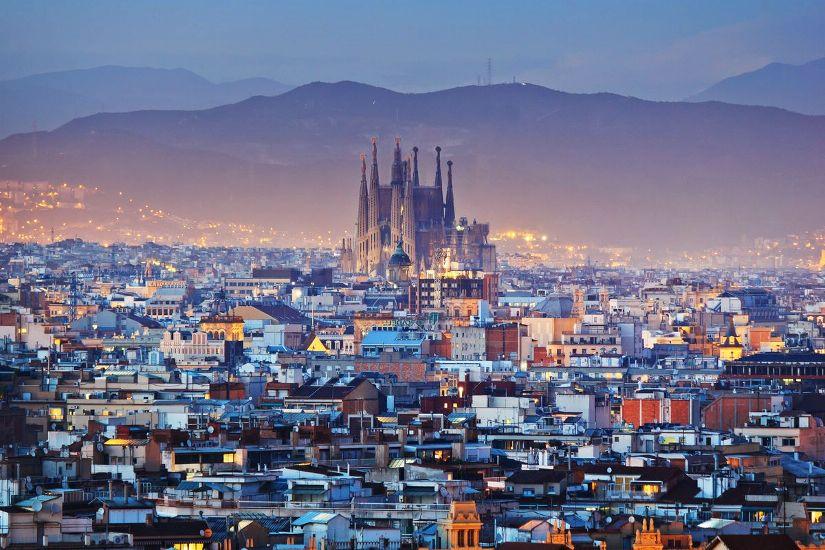 Барселона. Панорама города в сумерках